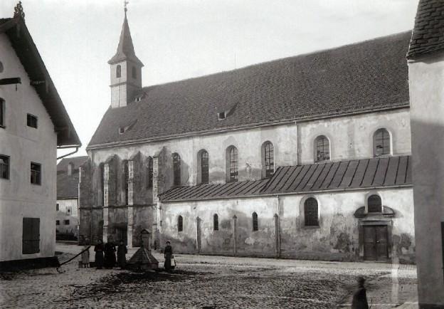 Karmelitenplatz und Klosterkirche