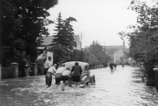 Bergung eines Autos auf der Münchener Straße
